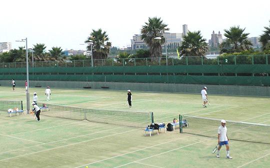 屋外人工芝テニスコート