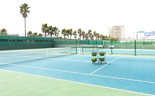 屋外ハードテニスコート